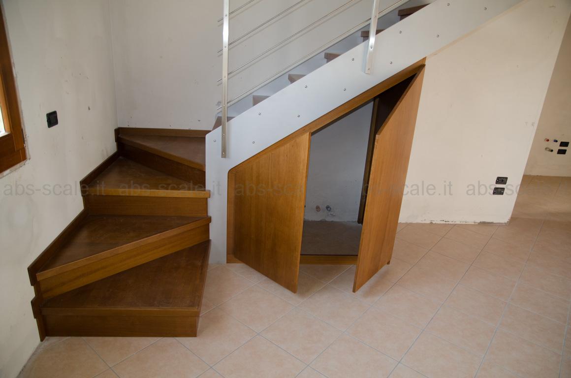 ... Scala interna a fasce laterali portanti con ripostiglio nel sottoscala