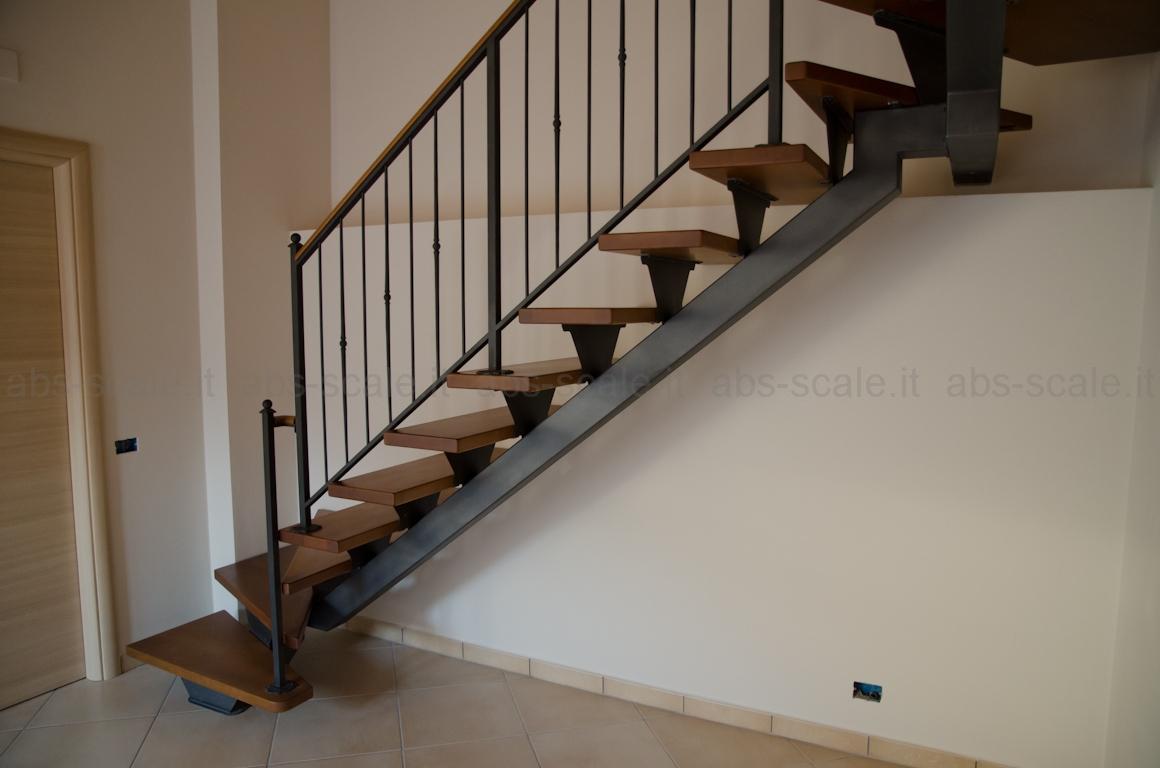 Abs scale scala interna a monotrave centrale portante a sezione quadrata e ringhiera in ferro - Scale per appartamenti ...