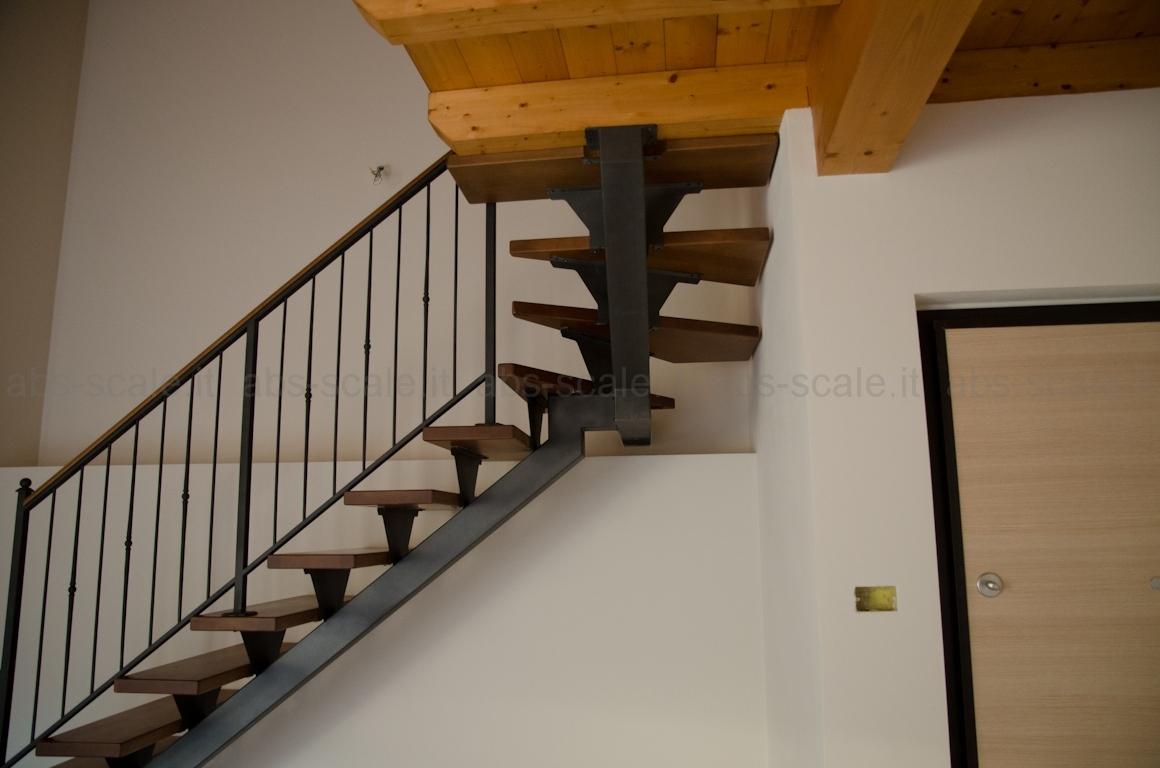 Abs scale scala interna a monotrave centrale portante a sezione quadrata e ringhiera in ferro - Scala interna in ferro ...