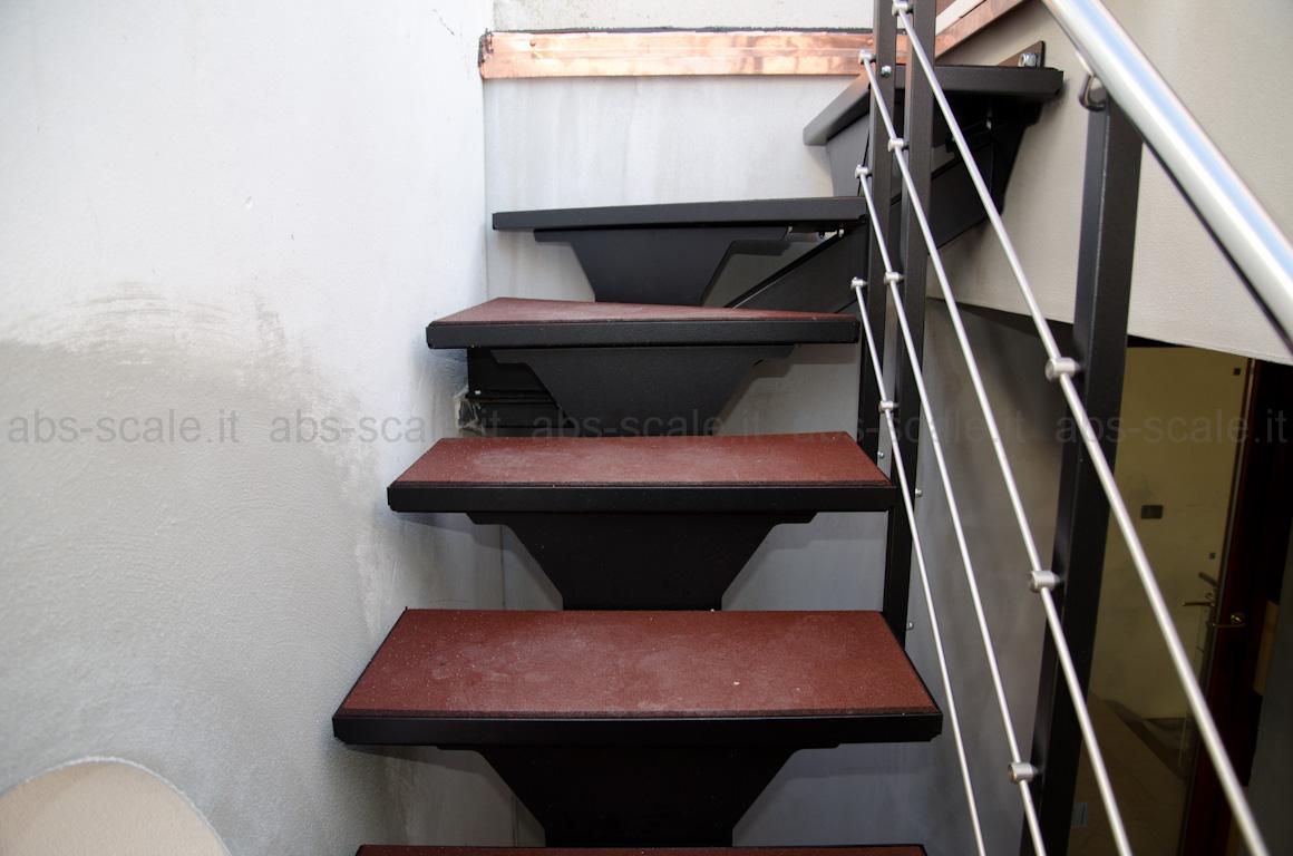 Abs scale scala esterna a monotrave centrale portante a sezione quadrata e pedata in gomma - Soluzioni per chiudere scale interne ...