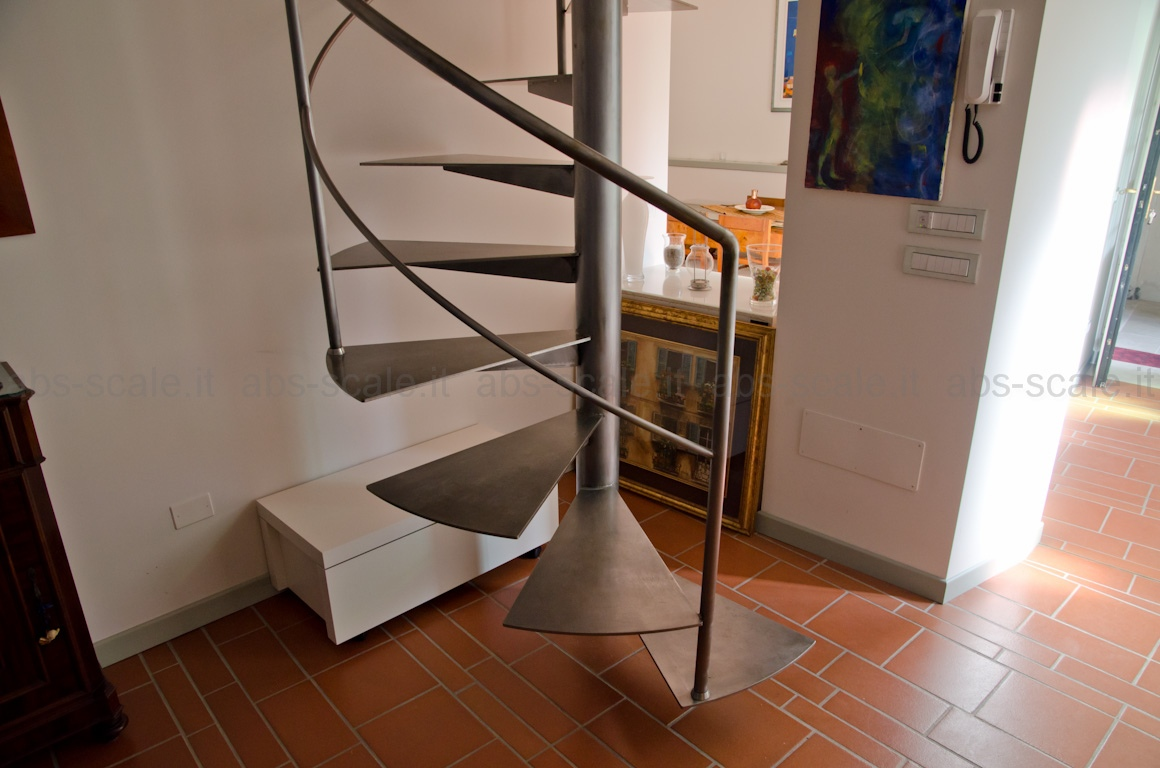 ABS scale - Scala a chiocciola in ferro a pianta tonda con design moderno ed essenziale